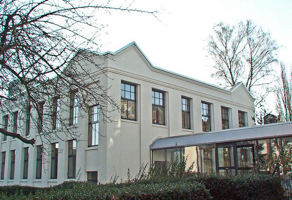 Grünewald Zentrum Ansicht mit Glasgang